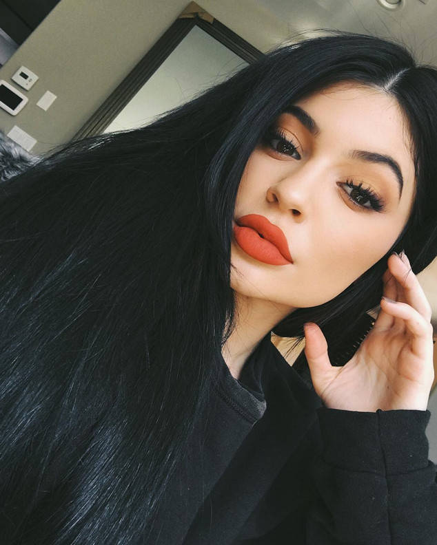 rs_634x792-160413100644-634-kylie-red-lips-041316